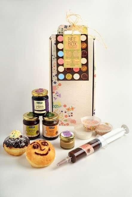הכנת סופגניות- מתנות לחנוכה
