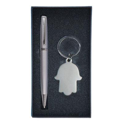 מארז מהודר ובתוכו עט כדורי ומחזיק מפתחות חמסה.